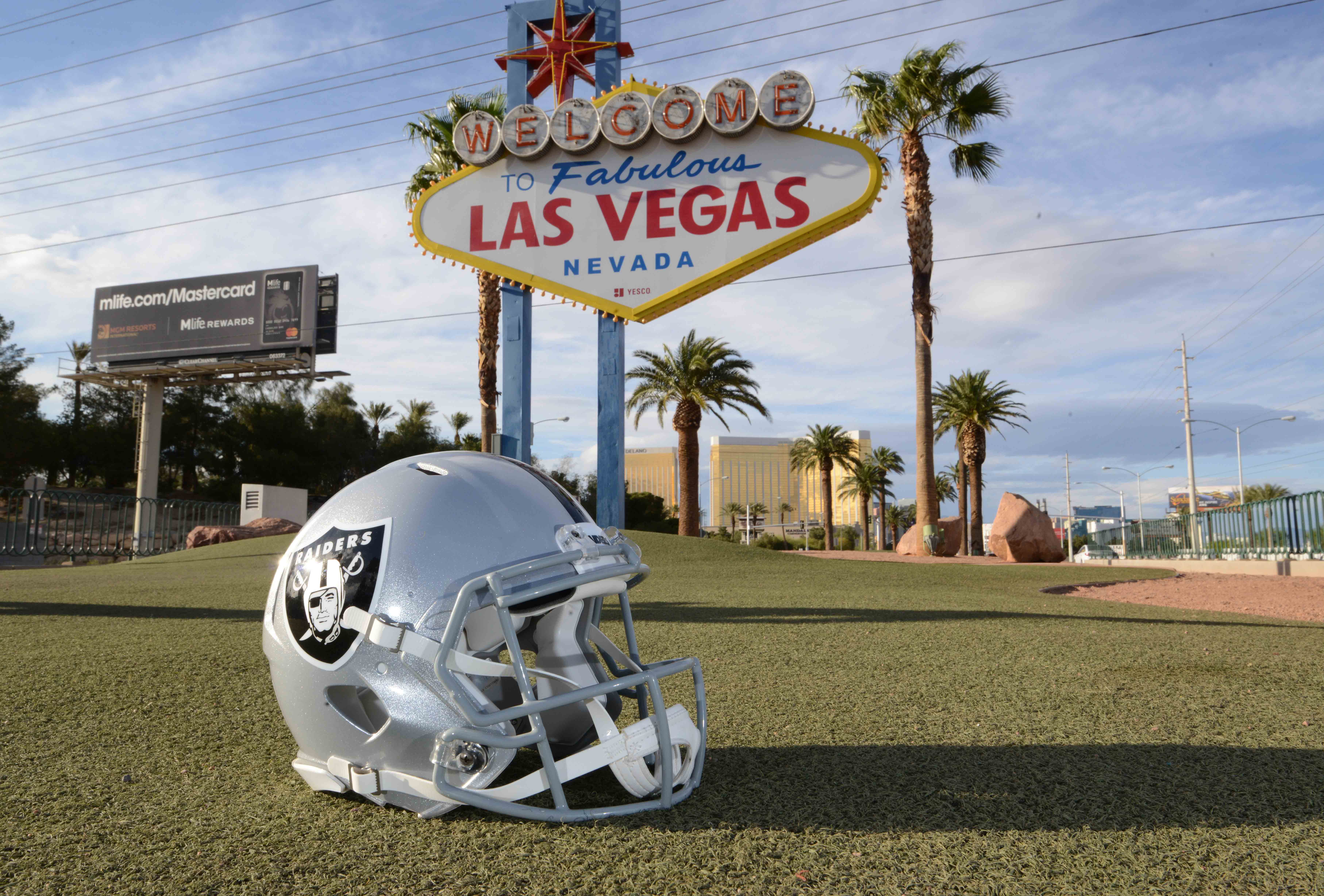 On the TunneySide of Sports November 27, 2017 #668 Up next... Gambling in Las Vegas!